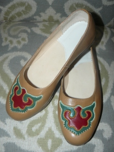 Hand-decorated flat shoes. Size 8